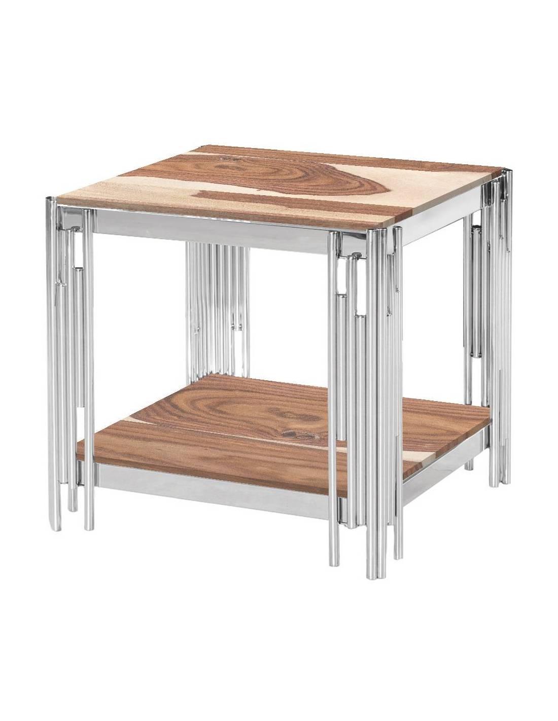 Metalowy stolik kawowy z narożnymi zdobieniami i drewnianymi blatami
