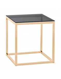 Złoty stolik wykonany z...